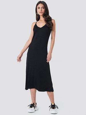 Trendyol Halter Strap Midi Dress svart