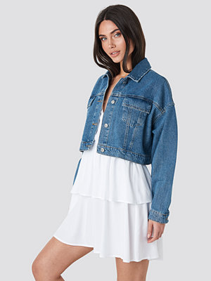 NA-KD Cropped Regular Hem Denim jacket blå