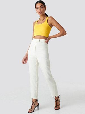 Hoss x NA-KD vita byxor Asymmetrical Hem Suit Pants vit