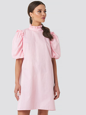 Emilie Briting x NA-KD Puff Sleeve Mini Dress rosa
