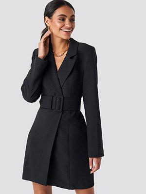 Hoss x NA-KD Wide Belted Blazer Dress svart