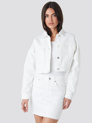 NA-KD Cropped Regular Hem Denim jacket vit