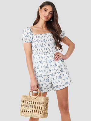 NA-KD Boho Square Neck Shirred Playsuit blå