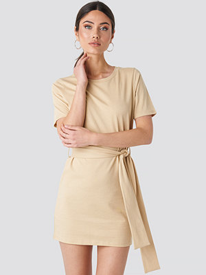 NA-KD Tie Waist T-shirt Dress beige