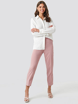 NA-KD Classic gammelrosa byxor Shiny Button Suit Pants rosa