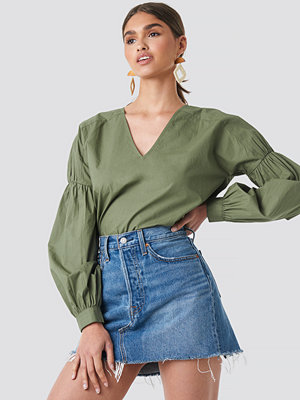 NA-KD Boho Large Sleeve V-Neck Cotton Blouse grön