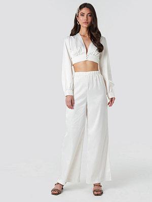 NA-KD Party vita byxor Wide Leg Satin Trousers vit