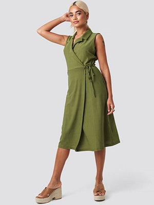 Trendyol End Midi Dress grön
