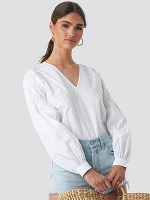 NA-KD Boho Large Sleeve V-Neck Cotton Blouse vit