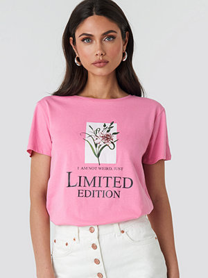 T-shirts - Trendyol Milla Flower Tee rosa
