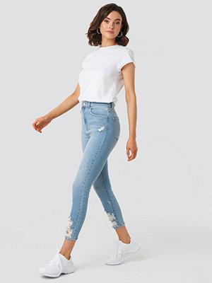 NA-KD Chewed Hem Skinny Cropped Jeans blå