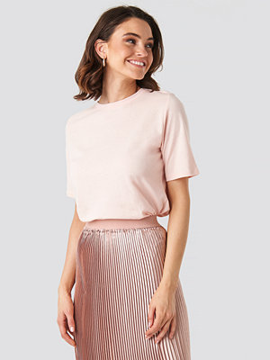 NA-KD Basic High Round Neck Tee rosa