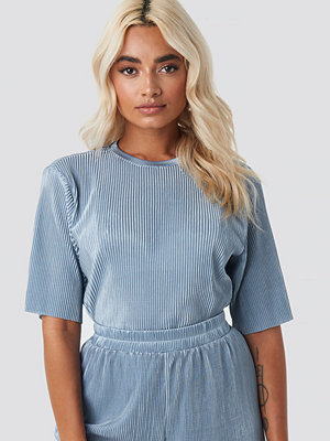 NA-KD Pleated Short Sleeve Top blå