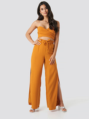 Adorable Caro x NA-KD Side Slit Wide Pants orange byxor