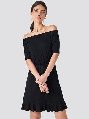 NA-KD Off Shoulder Jersey Dress svart