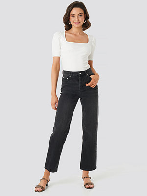 NA-KD Trend Front Pleat Jeans svart