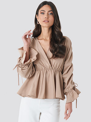 NA-KD Trend Shirred Waist Blouse beige