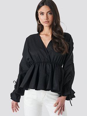 NA-KD Trend Shirred Waist Blouse svart
