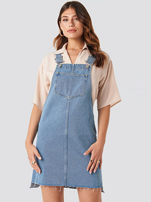 NA-KD Stepped Hem Denim Mini Dress blå