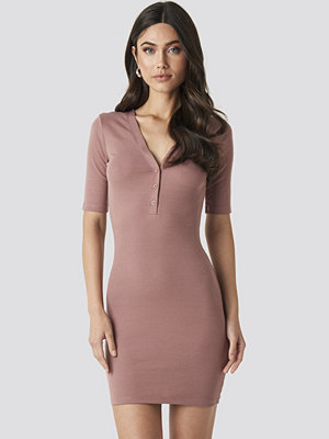 NA-KD Ribbed Short Sleeve Dress rosa
