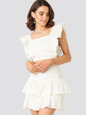 Queen of Jetlags x NA-KD Lace Detailed Frill Mini Skirt vit