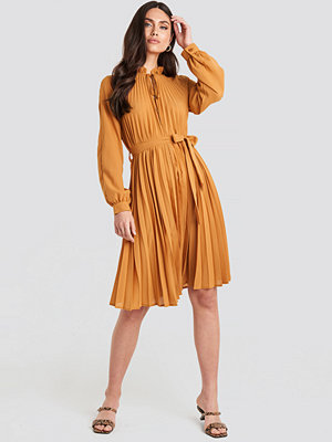 NA-KD Trend Tied Waist Pleated Skirt Dress orange