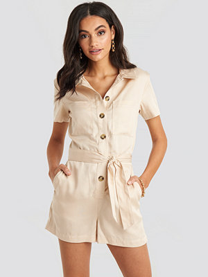 Jumpsuits & playsuits - NA-KD Tencel Belted Cargo Playsuit beige