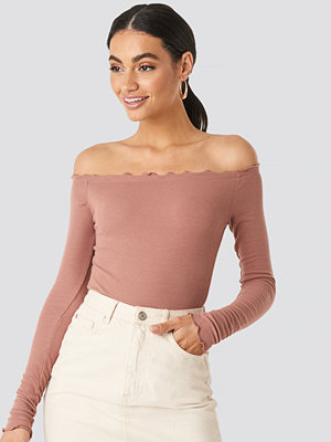 NA-KD Ribbed Babylock Off Shoulder Body rosa
