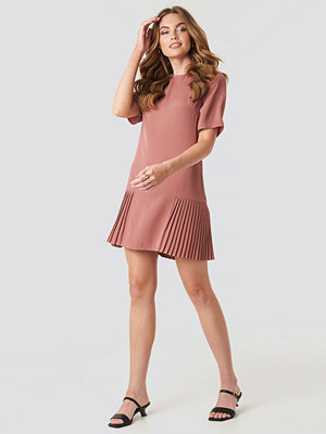 NA-KD Pleated Detail Mini Dress rosa