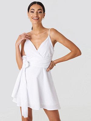 NA-KD V-neck Wrap Mini Dress vit
