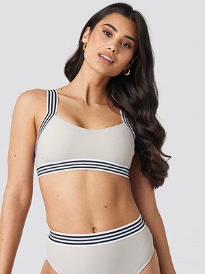 Hannalicious x NA-KD Striped Elastic Structured Bikini Top beige