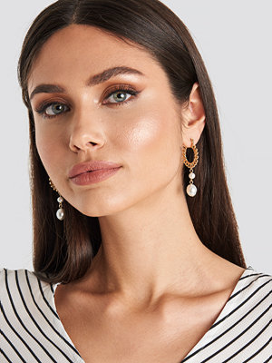 NA-KD Accessories smycke Pearl Textured Hoop Earring guld