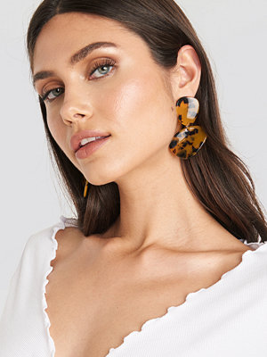 NA-KD Accessories smycke Tortoise Double Plate Resin Earrings brun