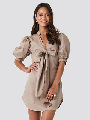NA-KD Trend Puff Sleeve Tied Front Short Dress beige