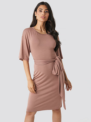 NA-KD Wrapped Detail Jersey Dress rosa