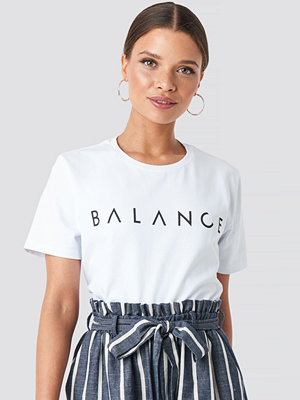T-shirts - Nicci Hernestig x NA-KD Balance Tee vit