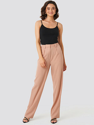 NA-KD Classic beige byxor Flared Striped Pants rosa