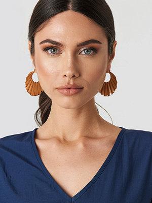 NA-KD Accessories smycke Folded Oval Shield Earrings guld