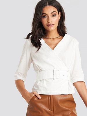 NA-KD Belted Short Sleeve Blouse vit