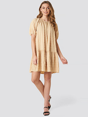 NA-KD Trend Structured Tiered Mini Dress beige