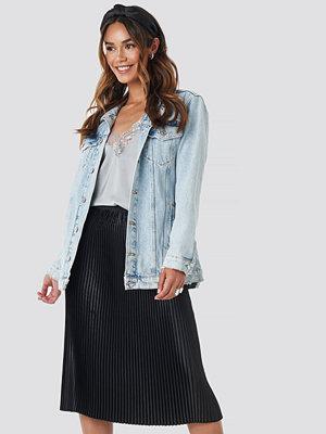 NA-KD Trend Shiny Pleated Skirt svart
