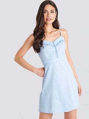 NA-KD Boho Lace Insert Mini Dress blå