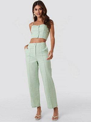 Queen of Jetlags x NA-KD omönstrade byxor Linen Mix Regular Suit Pants grön