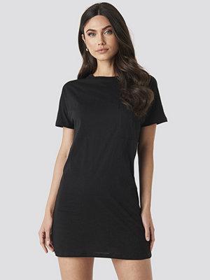 NA-KD Chest Pocket T-shirt Dress svart