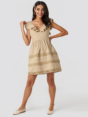 NA-KD Boho Tie Back Layered Flounce Dress beige