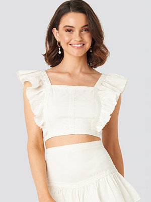 Queen of Jetlags x NA-KD Lace Detailed Frill Cropped Top vit