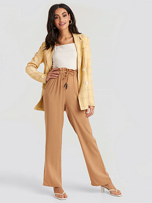 NA-KD beige byxor Paperbag Wide Leg Trousers brun