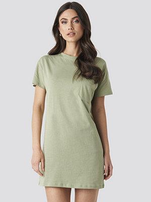 NA-KD Chest Pocket T-shirt Dress grön