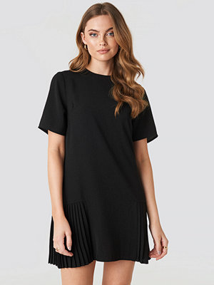 NA-KD Pleated Detail Mini Dress svart
