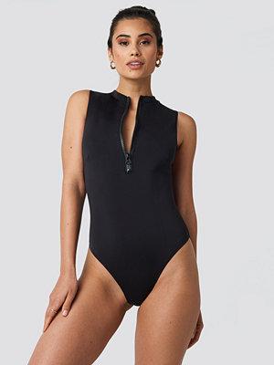 Hannalicious x NA-KD Front Zip Sporty Swimsuit svart